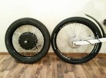 """Motociklinis 18"""" ratas šalia 24"""" dviratinio"""